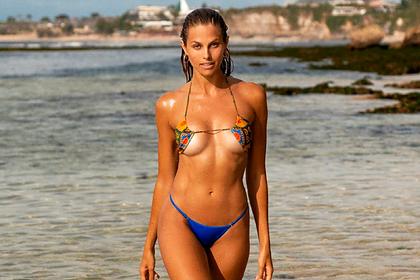 Модель журнала Maxim снялась в перевернутом купальнике и обрадовала фанатов