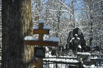 Москвичам предложили посещать кладбища дистанционно