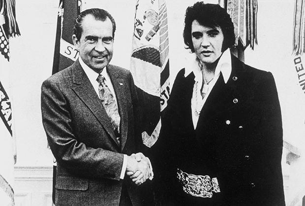 pic_b5d1cf3c67103fb50d7bafb3be546dca Ричард Никсон зочдоо хямдхан дарсаар дайлдаг харамч нэгэн хэрнээ бэлгэнд нүцгэн хүүхнүүд авах дуртай байжээ