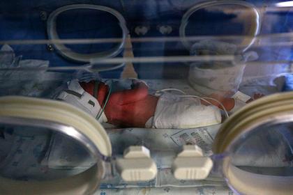 Десять новорожденных детей заразились коронавирусом от сотрудников роддома