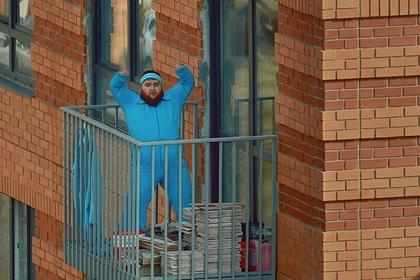 «Пухляш» из клипа Little Big снялся в видео про карантин и станцевал на балконе