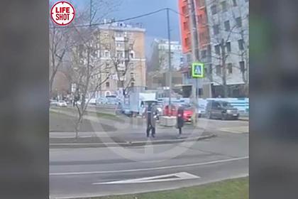 Погоня полиции за нарушительницей режима изоляции в Москве попала на видео