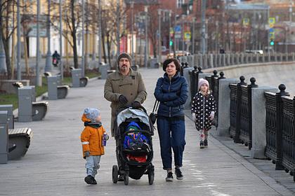 Власти Москвы объяснили правила передвижения по городу с детьми до 14 лет