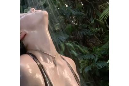 Билли Айлиш затравили за съемки в купальнике