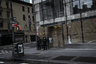 С 6 апреля власти Нью-Йорка разрешили полицейским взимать с граждан штраф за нарушение социального дистанцирования (1,8 метра) в размере тысячи долларов (около 70 тысяч рублей). Теперь все улицы города тщательно патрулируются сотрудниками правоохранительных органов.