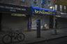 Эксперты нью-йоркского исследовательского центра Langone Health считают, что причиной сильной вспышки коронавируса нового типа в Нью-Йорке стали европейцы, которые завезли инфекцию в страну. По их мнению, чаще всего это были туристы из Великобритании, Франции, Австрии и Нидерландов.
