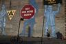 Граффити Not one more death («Только не еще одна смерть») в Бруклине, посвященное серии аварий, в которых погибли дети, было нарисовано около 13 лет назад. Его автор пытался призвать водителей быть внимательнее на дорогах и пропускать пешеходов на оживленном перекрестке. Однако в сегодняшних реалиях рисунок на стене приобрел совершенно иное значение.