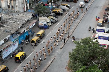 Обеспечивавшему карантин индийскому полицейскому отрубили руку мечом