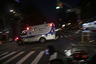 """Поскольку число жертв пневмонии, вызванной коронавирусом, в Нью-Йорке оказалось чудовищно высоким, людей <a href=""""https://lenta.ru/news/2020/04/10/rows_of_coffins/"""" target=""""_blank"""">начали</a> хоронить в братских могилах на острове Харт, который уже больше 150 лет используется для захоронений бедных слоев населения."""