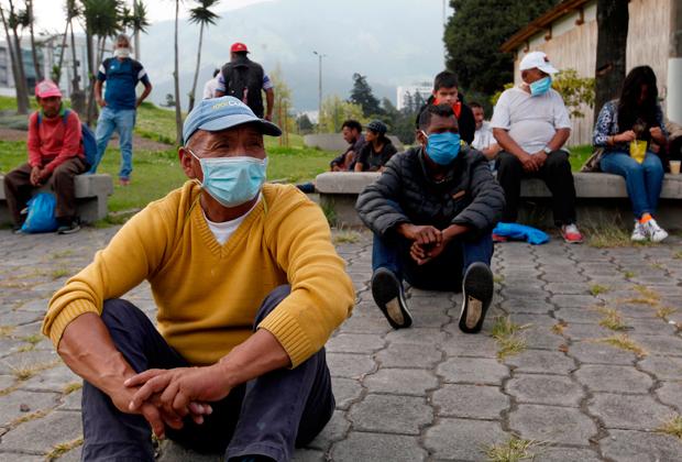 Бездомные в столице Эквадора Кито ждут помощи от властей