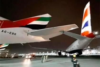 Самолет за 275 миллионов долларов врезался в Boeing в аэропорту и повредился