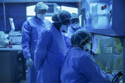 Разведка США проверит версию о распространении коронавируса из лаборатории