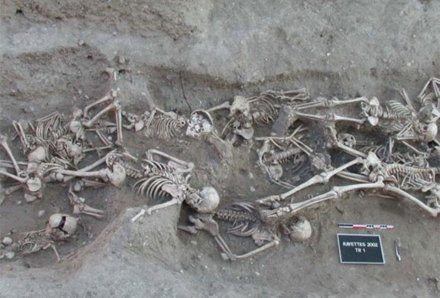Массовое захоронение жертв Черной смерти