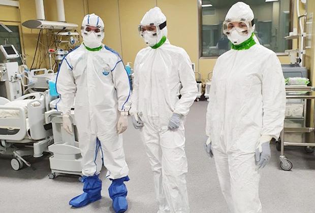Врачи, входящие в зону повышенной инфекционной опасности