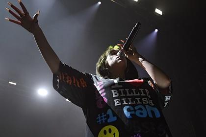 Мировые звезды восемь часов пели в поддержку борцов с коронавирусом