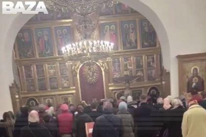 На службе «для избранных» в храме у Кремля молились прихожане на Porsche