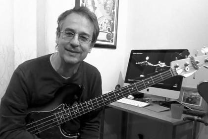 Игравший с Дэвидом Боуи бас-гитарист Мэтью Селигман умер от коронавируса
