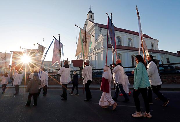 Католики проводят крестный ход. Новогрудок, Белоруссия