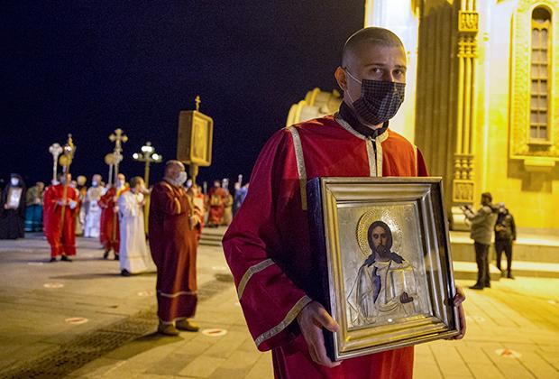Крестный ход в пасхальную ночь. Тбилиси, Грузия