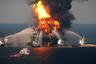 """Авария <a href=""""https://ria.ru/20140422/1004524045.html"""" target=""""_blank"""">произошла</a> 20 апреля 2010 года на морской буровой платформе Deepwater Horizon, предназначенной для добычи нефти. Вышка располагалась в 80 километрах от побережья американского штата Луизиана (точные координаты: 28.737° северной широты 88.366° западной долготы) и арендовалась компанией BP для разработки месторождения «Макондо» (Macondo) в Мексиканском заливе. Оно <a href=""""https://www.wsj.com/articles/SB10001424052748704026204575266560930780190"""" target=""""_blank"""">получило</a> название в честь вымышленного города из произведения колумбийского писателя Габриэля Гарсия Маркеса «Сто лет одиночества». <br></br> Вечером в 22:00 на платформе произошел прорыв газа из скважины и прогремел взрыв, переросший в масштабный пожар. Возгорание не могли потушить 36 часов, столб дыма от Deepwater Horizon поднимался на несколько километров над поверхностью воды. Весь мир облетели фотографии, на которых были запечатлены пожарные суда, пытающиеся потушить огонь посреди океана. На момент катастрофы на установке находились 126 человек. Однако спасателям удалось эвакуировать только 115, остальные погибли."""