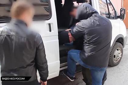 ФСБ показала задержание готовившего бойню в учебном заведении россиянина