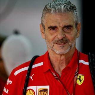 Бывший босс команды Ferrari стал водителем скорой помощи в Италии