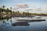 Мертвые кокосовые пальмы стоят на участках, почва которых становится все более эродированной и засоленной из-за регулярных затоплений во время высоких приливов. Абаианг — один из атоллов в Кирибати, наиболее пострадавших от подъема уровня моря. По словам властей, деревня Тебунгинако (Tebunginako) — это барометр, показывающий будущее всего Кирибати. С 1970 года большая часть деревни стала заброшенной.