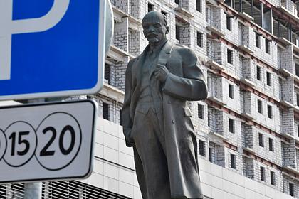 Россияне вступились за памятники Ленину