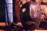 Королевская оружейная палата, старейший национальный музей Великобритании, представила экспонат из лондонского Тауэра — жуткую «Маску палача» с перекошенной гримасой. Кураторы, однако, подчеркнули, что предмет, учитывая его гротескный облик, скорее всего, использовался как маска позора — орудие пыток, предназначенное для публичного унижения провинившихся. Впервые такие маски появились в Шотландии в 1567-м, где в основном применялись к непокорным женщинам.