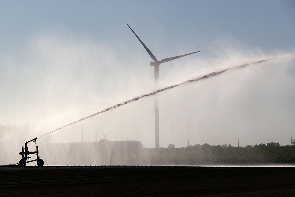 Дезинфекция территории возле ветряных турбин, Бельгия