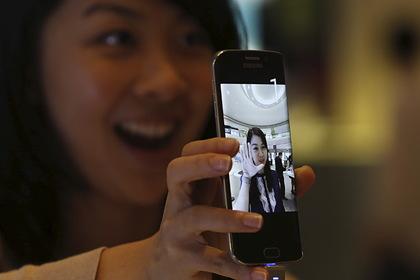 Россиян предупредили о возможности наблюдения через камеру смартфона