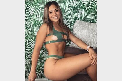 Девушка-боец ММА удивила фанатов снимком в излишне откровенном купальнике