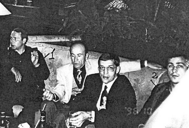 Слева направо: воры в законе Юрий Пичугин (Пичуга), Резо Бухникашвили (Пецо), Герман Ложенцов (Гера Горьковский) и Владимир Вагин (Вагон). 19 октября 1996 года, Сочи