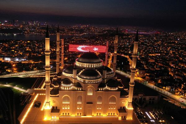 В Турции оценили вероятность роста цен на отдых после пандемии