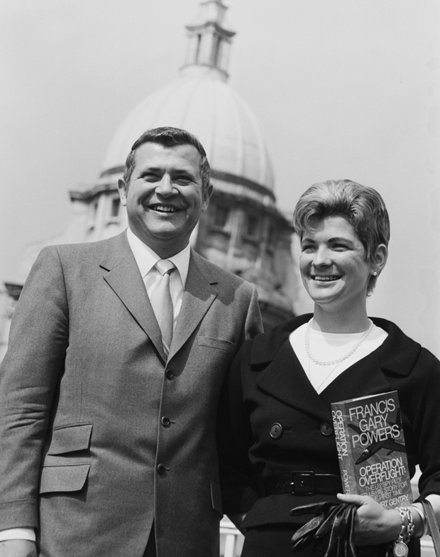 Фрэнсис Пауэрс с женой в Лондоне. Апрель 1971 года