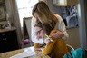 """Остаются закрытыми школы и университеты: они не будут работать до конца учебного года. По <a href=""""https://www.npr.org/sections/coronavirus-live-updates/2020/05/01/849159856/new-york-schools-will-stay-closed-for-rest-of-the-school-year-cuomo-says"""" target=""""_blank"""">словам</a> губернатора штата Нью-Йорк Эндрю Куомо, пока обеспечить безопасность учащихся в регионе невозможно. Это связано с тем, что в реальности крайне сложно держать необходимую социальную дистанцию во время занятий, в транспорте и в общежитиях. По приблизительным подсчетам, на дистанционное обучение перевели около 4,2 миллиона учащихся во всем штате."""