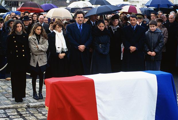 Семья Франсуа Миттерана на похоронах президента, 11 января 1996 года