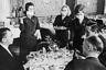 В начале 1968 года в Гонконге началась пандемия гриппа. Поначалу им болели только моряки и пассажиры крупных судов в возрасте от 65 лет — за 12 месяцев в общей сложности умерли 34 тысячи человек, всего — около миллиона человек.  <br> <br> Через год гонконгский грипп добрался до СССР. И вновь среди основных мер, направленных на ликвидацию болезни, оказалось ношение медицинских масок. Так, в одном из самых престижных ресторанов Москвы в гостинице «Националь» гостей обслуживали официанты в марлевых повязках.