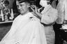 Сотрудников магазинов и парикмахерских обязывали обслуживать клиентов в защитных медицинских масках. Рекомендации по ношению масок в общественных местах получили и обычные граждане: как тогда выразился один из служащих департамента здравоохранения Нью-Йорка, «лучше выглядеть нелепо, чем умереть».