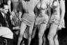 Иногда вакцинация осуществлялась прямо на рабочих местах: так, например, запечатленных на этом фотоснимке танцовщиц нью-йоркского ночного клуба Diamond Horseshoe привили прямо перед выходом на сцену.   <br>  <br> В общей сложности кампания по ликвидации оспы, проводившаяся с 1967-го по 1979 год, обошлась США в 298 миллионов долларов. Повсеместная вакцинация и карантинные меры дали свои плоды: оспа стала первым в истории инфекционным заболеванием, которое удалось победить путем массовых прививок.