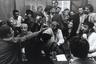 Великий критик и теоретик марксизма Фредерик Джеймисон утверждал, что в наше время уже невозможны культурные практики в традиции Бертольда Брехта и Вальтера Беньямина. Что ж, «Коммуна», magnum opus британского документалиста Питера Уоткинса, этот тезис благополучно опровергает. Уоткинс не только создает с помощью сотен в основном непрофессиональных актеров почти исчерпывающую реконструкцию истории Парижской коммуны, но и благодаря удивительному, парадоксальному решению ввести в исторический материал элементы современных медиа (коммунары здесь отвечают на выраженную через вымышленное телевидение 1871-го госпропаганду посредством создания собственного альтернативного телеканала) высказывается о природе средств массовой информации как таковых — и о том, как они определяли восприятие истории на протяжении многих веков.