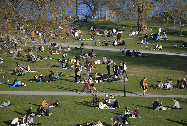 Парк в столице Швеции Стокгольме во время пандемии коронавируса