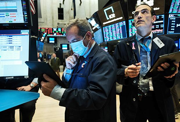 Трейдеры на Нью-Йоркской фондовой бирже в разгар кризиса 2020 года