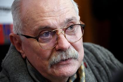 Михалков пожаловался на цензуру после снятия передачи о чипировании всех людей