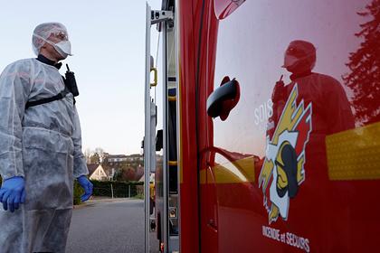 Склад с медицинскими масками сгорел во Франции