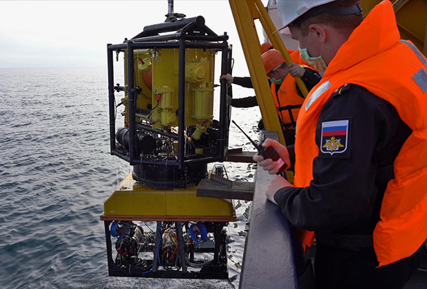 Подводный аппарат, спущенный к «Армении»