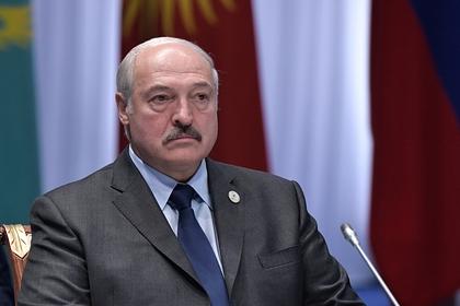 Лукашенко заявил о невозможности отменить парад Победы