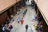 Из-за коронавируса в течение нескольких недель рынки в столице Буркина-Фасо Уагадугу были закрыты. Затем городские власти решили позволить населению свободно торговать в специально отведенных местах.