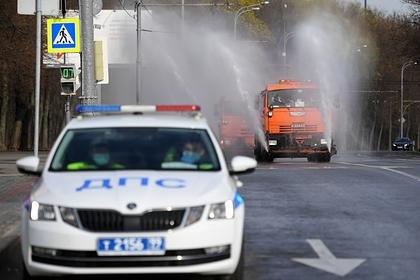 Россияне массово попытались отбить пьяного водителя у инспектора ДПС