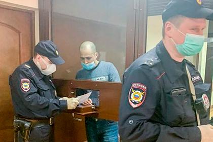 Суд со второго раза арестовал напавшего на полицейского россиянина